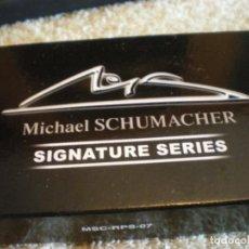 Coleccionismo deportivo: MICHAEL SCHUMACHER SIGNATURE SERIES EN ESTUCHE ORIGINAL. Lote 195499001