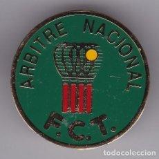Colecionismo desportivo: PIN DE ARBITRE NACIONAL DE LA FEDERACION CATALANA DE TENIS F.C.T. ARBITRO. Lote 132546886