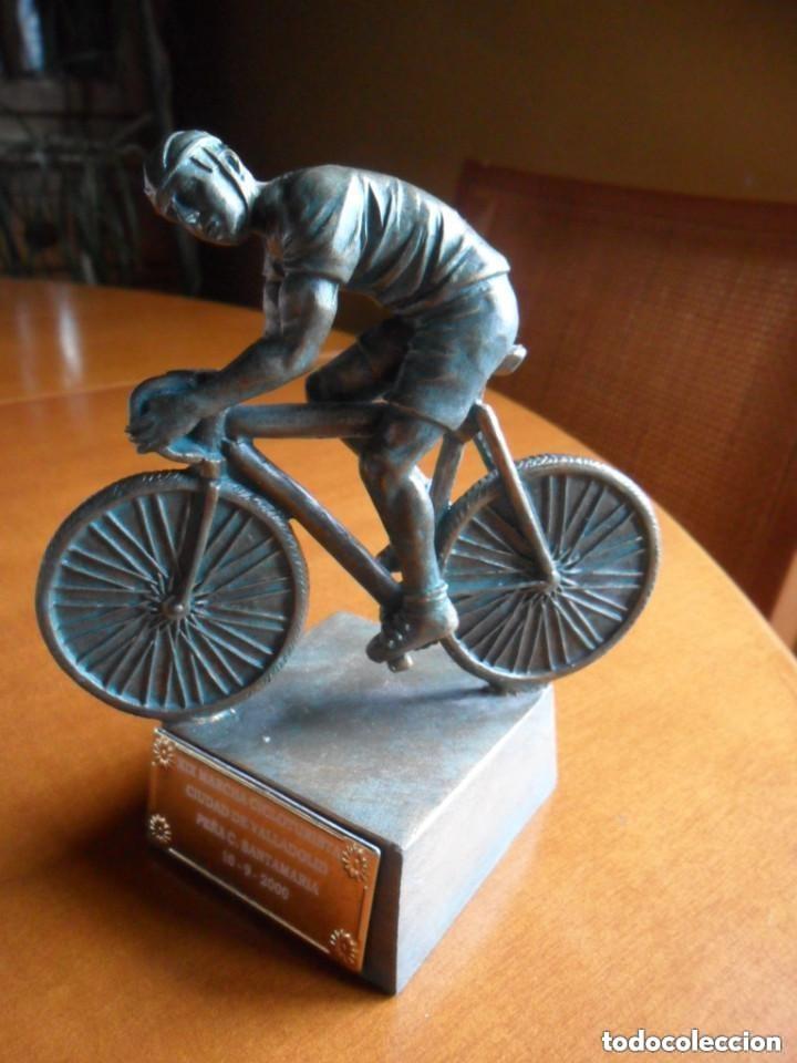 Coleccionismo deportivo: FIGURA DE CICLISTA SOBRE PEANA - Foto 2 - 135726499