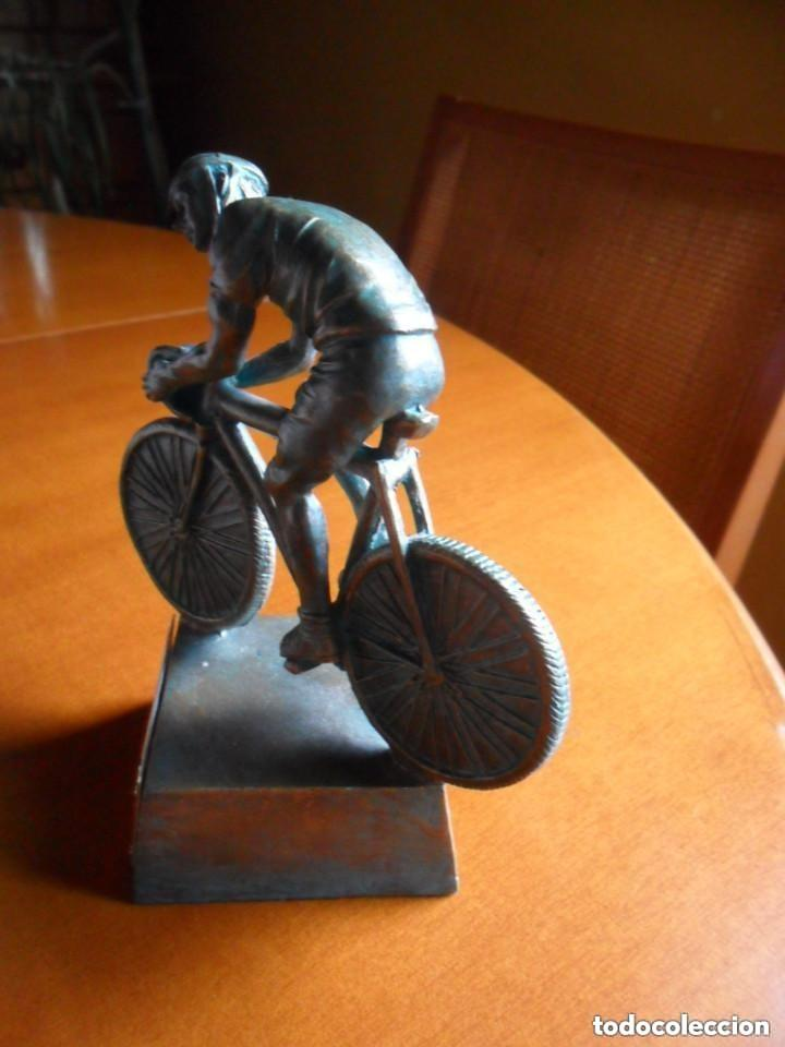 Coleccionismo deportivo: FIGURA DE CICLISTA SOBRE PEANA - Foto 4 - 135726499
