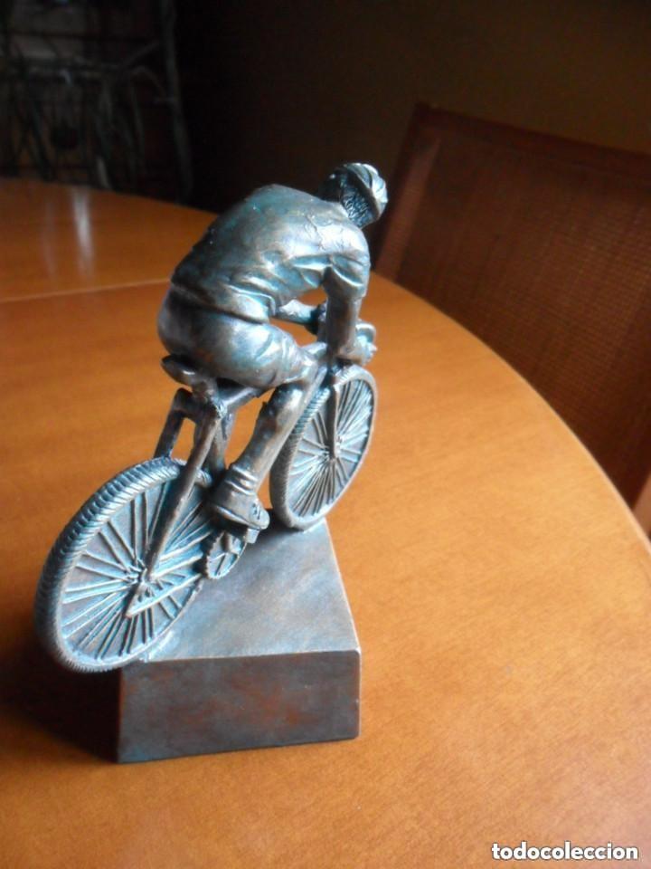 Coleccionismo deportivo: FIGURA DE CICLISTA SOBRE PEANA - Foto 5 - 135726499