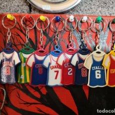 Coleccionismo deportivo: LOTE DE 7 ANTIGUOS LLAVEROS DE DANONE - CAMISETAS MUNDOBASKET MUNDO BASKET ESPAÑA 1986 LLAVERO. Lote 141179489