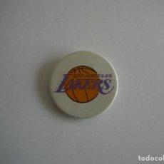 Coleccionismo deportivo: CHAPA LOS ÁNGELES LAKERS. NBA. Lote 144238306