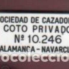 Coleccionismo deportivo: PLACA PLASTICO DURO TEMA CAZA - SOCIEDAD DE CAZADORES COTO PRIVADO TALAMANCA NAVARCLES Nº 10.246. Lote 146876630