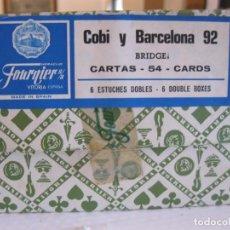 Coleccionismo deportivo: BARAJAS DE CARTAS CAJA COMPLETA CON SEIS ESTUCHES COBI BARCELONA 92 NUEVAS A ESTRENAR FOURNIER. Lote 156787044