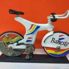 Coleccionismo deportivo: BICICLETA INDURAIN ESPADA BANESTO 19 CMS LARGO. Lote 149564812