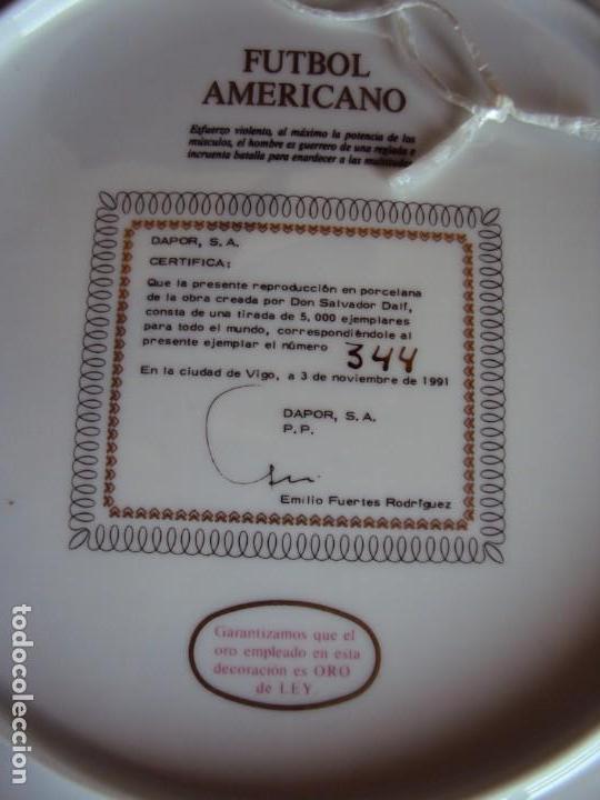 Coleccionismo deportivo: (F-190368)Plato Dali serie deportes Futbol Americano . Porcelana decorado en oro de ley . - Foto 5 - 156519366