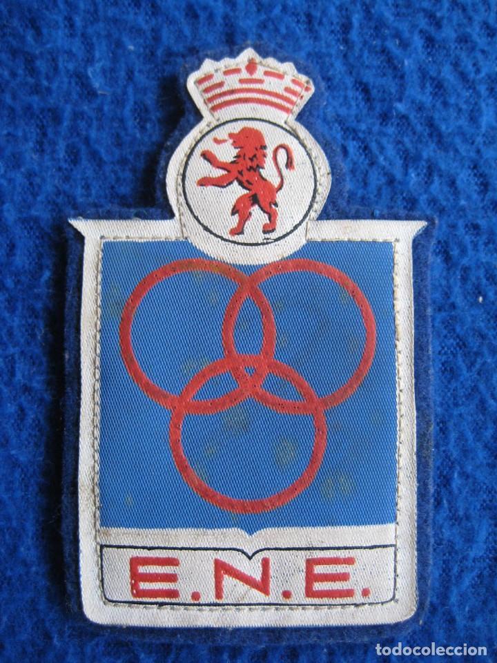 Coleccionismo deportivo: Lote 2 escudos Escuela Nacional Entrenadores. Real Federación Española de Atletismo. Vintage - Foto 4 - 164862898