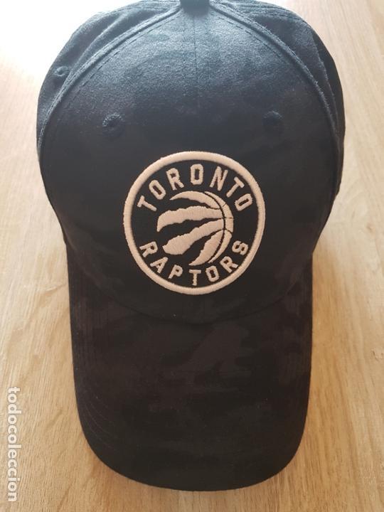 GORRA OFICIAL NBA TORONTO RAPTORS (Coleccionismo Deportivo - Merchandising y Mascotas - Otros deportes)