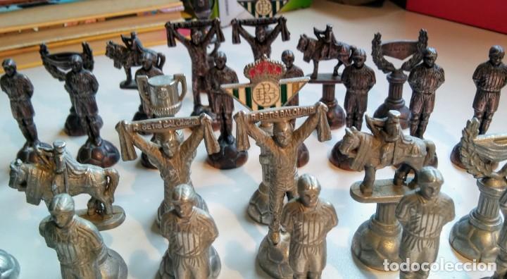 Coleccionismo deportivo: AJEDREZ DE PLOMO DEL REAL BETIS BALOMPIE - Foto 3 - 171021584