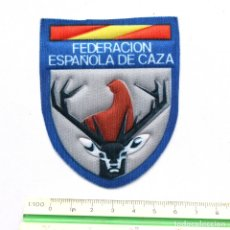 Coleccionismo deportivo: RARA PEGATINA ADHESIVO FEDERACION ESPAÑOLA DE CAZA. Lote 177516112