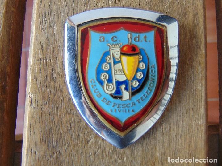 PLACA ESMALTADA PARA COCHE O SIMILAR AC DT CLUB DE PESCA TELEFONICA SEVILLA MADE IN SPAIN (Coleccionismo Deportivo - Merchandising y Mascotas - Otros deportes)