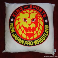 Coleccionismo deportivo: KING OF SPORTS - NEW JAPAN PRO WRESTLING - COJÍN NJPW. Lote 195084860