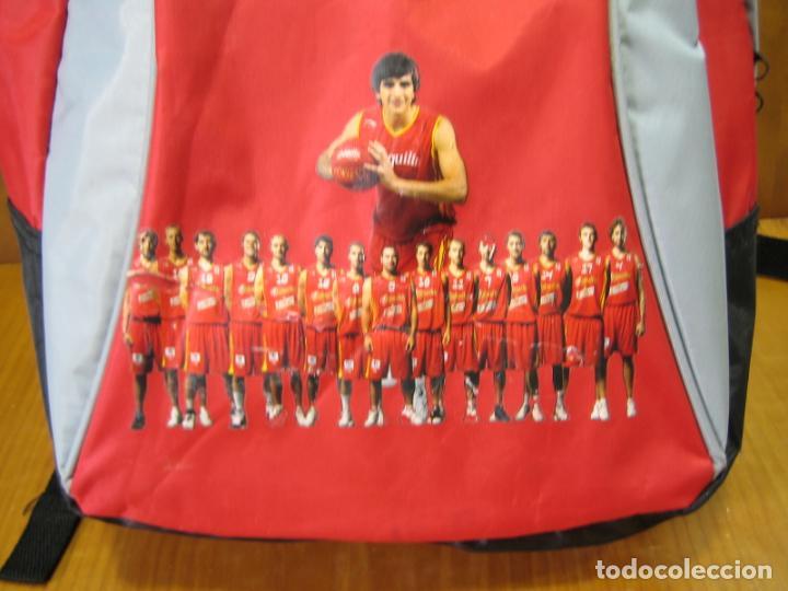 Coleccionismo deportivo: Antigua mochila con publicidad galletas Chiquilín. Selección española de baloncesto - Foto 3 - 201605648