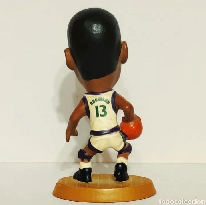 Coleccionismo deportivo: FIGURA DE PVC DE ROBINSON CON LOS BUCKS CON EL 13, NBA 085 BALONCESTO - Foto 2 - 213992090