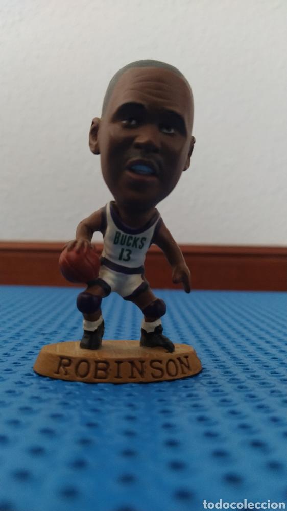 Coleccionismo deportivo: FIGURA DE PVC DE ROBINSON CON LOS BUCKS CON EL 13, NBA 085 BALONCESTO - Foto 5 - 213992090