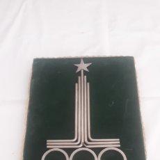 Coleccionismo deportivo: CURIOSO CUADRO CON EL ESCUDO DE LAS OLIMPIADAS DE MOSCÚ MOSCOW 1980 EN METAL. Lote 216866742