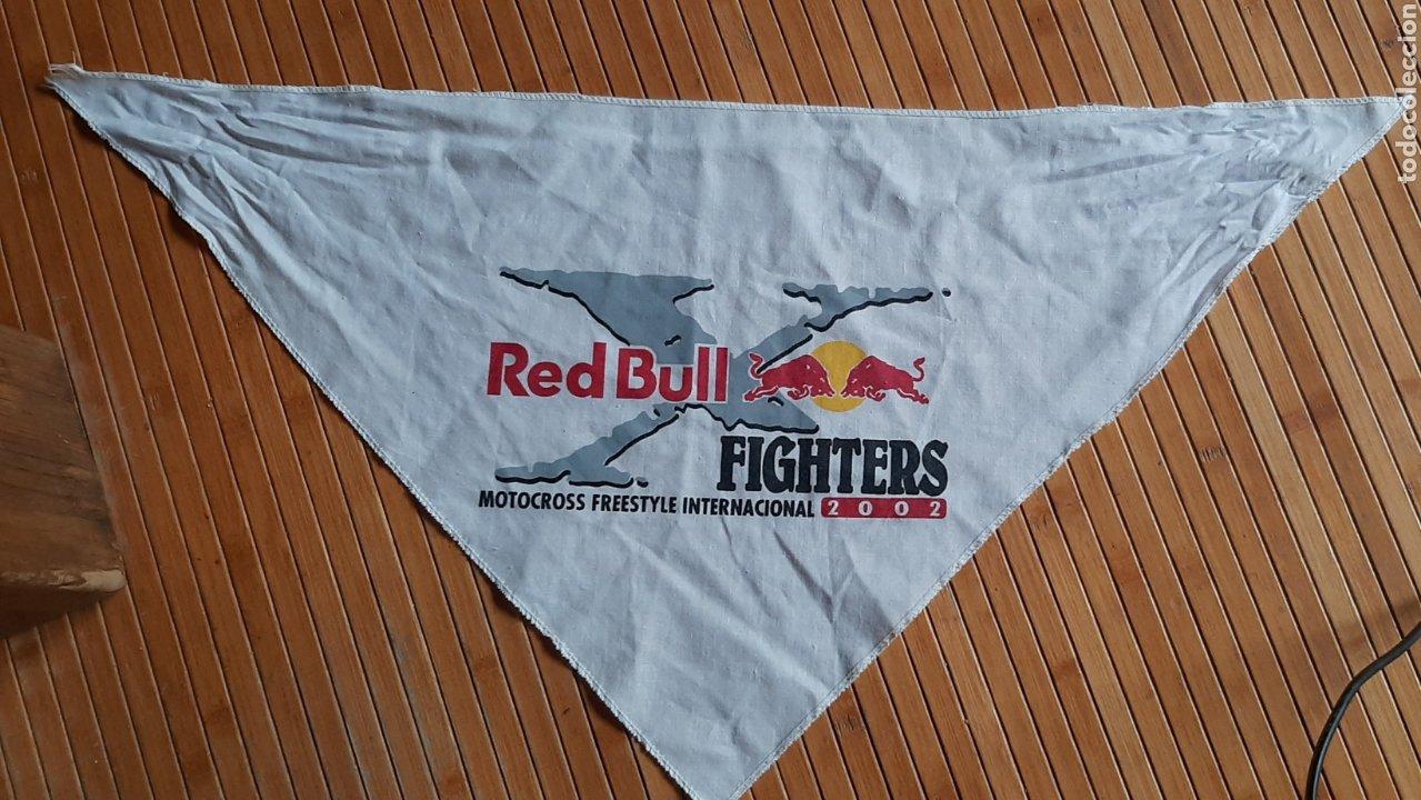 PAÑUELO PUBLICIDAD RED BULL FIGHTERS MOTOCROSS FREESTYLE INTERNACIONAL 2002 (70X52X52) (Coleccionismo Deportivo - Merchandising y Mascotas - Otros deportes)