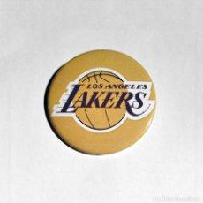 Coleccionismo deportivo: LOS ANGELES LAKERS - CHAPA 59MM (CON IMPERDIBLE). Lote 219565028