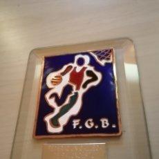 Coleccionismo deportivo: FEDERACIÓN GALLEGA DE BALONCESTO - ESMALTE AL FUEGO. Lote 226173927