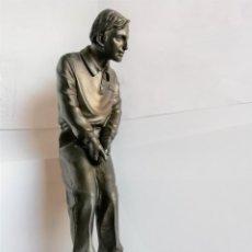Coleccionismo deportivo: GOLFISTA FIGURA DE JUGADOR DE GOLF DE RESINA 19 CM. DE ALTURA ESTÁ PARA RECOGER EN MURCIA. Lote 226430561