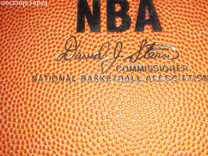 Coleccionismo deportivo: CARPETA SPALDING DE LA NBA... Firmada DAVID JOEL STERN.. COMISIONADO NBA. 1984/2012.. Y por un jugad - Foto 3 - 228822215