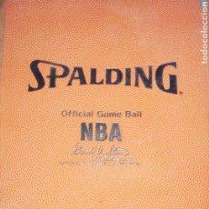 Coleccionismo deportivo: CARPETA SPALDING DE LA NBA... FIRMADA DAVID JOEL STERN.. COMISIONADO NBA. 1984/2012.. Y POR UN JUGAD. Lote 228822215