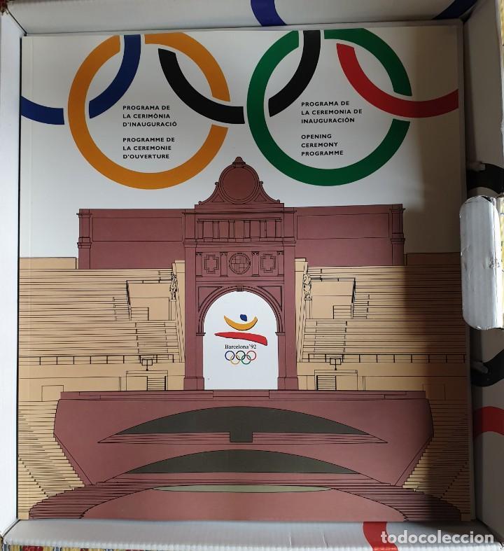 Coleccionismo deportivo: Olimpic Kit Barcelona 1992. Caja con objetos y libros entregada Ceremonia Inauguración (Incompleta) - Foto 3 - 231062205