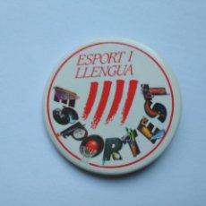 Coleccionismo deportivo: CHAPA ESPORT I LLENGUA TAMAÑO NORMAL. Lote 235296785