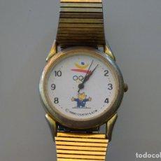 Coleccionismo deportivo: RELOJ DE PULSERA. JUEGOS OLÍMPICOS OLIMPIADAS BARCELONA 92 1992. COBI MODELO CORREA METAL DORADA. Lote 245733715