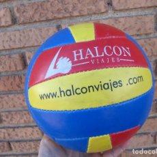 Coleccionismo deportivo: PELOTA VOLEY PLAYA HALCON VIAJES RARA. Lote 247353250