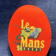 Coleccionismo deportivo: LE MANS 24 HOURS RODILLERA PARCHE MOTO 14X9CMS. Lote 264166504