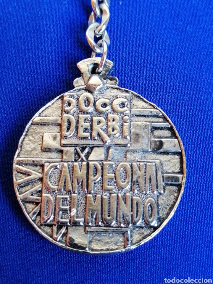 Coleccionismo deportivo: DERBI CAMPEÓN DEL MUNDO 50 CC LLAVERO - Foto 2 - 277608358