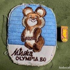 Coleccionismo deportivo: ANTIGUO PARCHE E INSIGNIA ALFILER JUEGOS OLÍMPICOS RUSIA MISCHA OLYMPIA 80. Lote 287495968