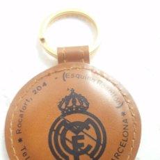 Coleccionismo deportivo: ANTIGUO LLAVERO DE REAL MADRID ES DE PIEL. Lote 25205234
