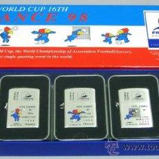 Colecionismo desportivo: CAJA CON 5 MECHEROS DE GASOLINA TIPO ZIPPO MUNDIALES FUTBOL FRANCIA 1998 WORLD CUP. Lote 145096865