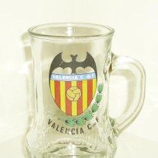 Coleccionismo deportivo: JARRA DE CERVEZA SERIGRAFIADA CON ESCUDO DEL VALENCIA CF. ALTURA 12 CM. Lote 26875429