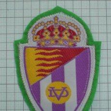 Coleccionismo deportivo: ANTIGUO ESCUDO TELA PARA COSER EN CAMISETA REAL VALLADOLID CLUB DE FUTBOL CON FIELTRO. Lote 23021166