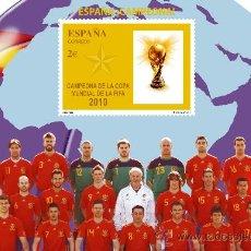 Coleccionismo deportivo: FILATELIA DEPORTIVA - HOJA BLOQUE DE CORREOS - ESPAÑA, CAMPEONA DEL MUNDO DE FUTBOL - FIFA 2010. Lote 27429319