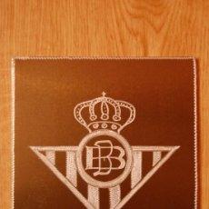 Coleccionismo deportivo: ESCUDOS DE FUTBOL DEL BETIS MEDIDAS 11X12 GRABADO A MANO EN ALUMINIO. Lote 27214427