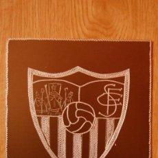 Coleccionismo deportivo: ESCUDOS DE FUTBOL DEL SEVILLA MEDIDAS 11X12 GRABADO A MANO EN ALUMINIO. Lote 27214422