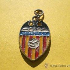 Coleccionismo deportivo: LLAVERO METAL VALENCIA (AÑOS 80). Lote 25151799