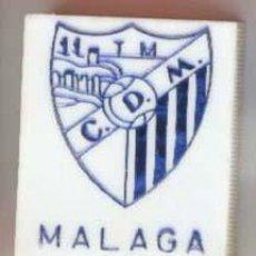 Coleccionismo deportivo: CAJAS DE CERILLAS ESCUDOS DE FUTBOL AÑOS 60 - MALAGA. Lote 27277719