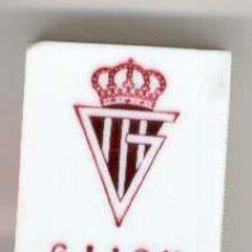 Coleccionismo deportivo: CAJAS DE CERILLAS ESCUDOS DE FUTBOL AÑOS 60 - GIJON. Lote 27277786