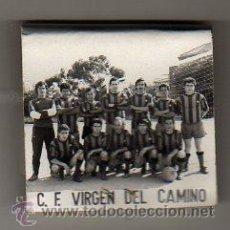 Coleccionismo deportivo: CAJA DE CERILLAS DEL EQUIPO DE FUTBOL C.F. VIRGEN DEL CAMINO. Lote 27830489