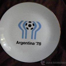 Coleccionismo deportivo: PLATO PORCELANA CON BORDE EN ORO MUNDIAL FUTBOL ARGENTINA 78, SELLO VERBANO INDUSTRIA ARGENTINA. Lote 30140043