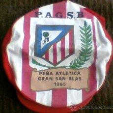 Coleccionismo deportivo: GORRA ATLETICO MADRID AÑOS 60 PEÑA ATLETICA GRAN SAN BLAS1965 FUTBOL ANTIGUA *C6. Lote 30631781