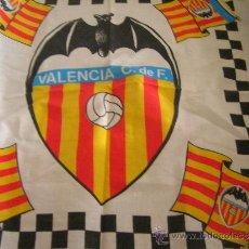 Coleccionismo deportivo: PAÑUELO DEL VALENCIA C. DE F.. PRODUCTO OFICIAL. MIDE 46 X 51 CM., VER FOTO.. Lote 30842418