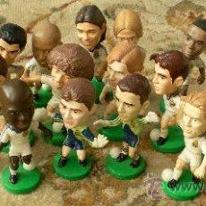 Coleccionismo deportivo: LOTE 21 FIGURAS JUGADORES FÚTBOL REAL MADRID. Lote 30884757