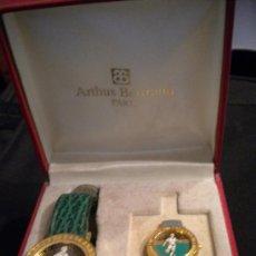 Coleccionismo deportivo: RELOJ Y PIN DE LA PRESTIGIOSA JOYERIA ARTHUS BERTRAND PARIS.1970'S.. Lote 31069827